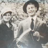 Сергей Есенин с сестрой Катей (1925 год)