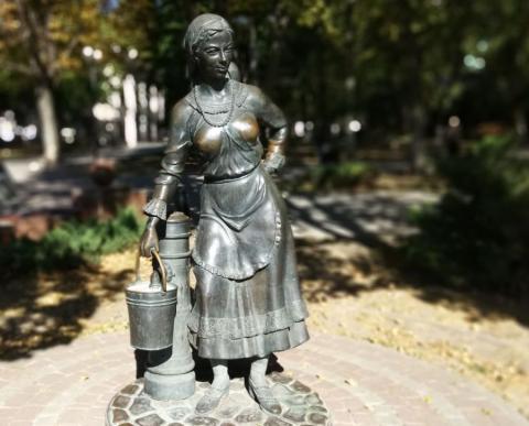 Ростовская девица с Большой Садовой