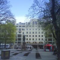 Петровский сквер, памятник Петру I