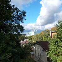 И снова выглядывает Успенский собор