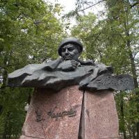 Памятник Владимиру Короткевичу парке Партизанской Славы