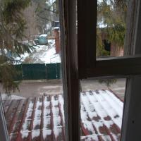 """""""Золотая бухта"""": вид из окна номера не прельщает, зато тихо и спокойно"""