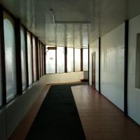 Порт внутри напоминает офисные помещения