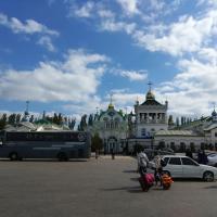 С автовокзала в Феодосии тоже можно разглядеть кое-что интересное