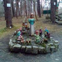 Героям сказок посвящено несколько уголков в переулке Сказочника Гофмана