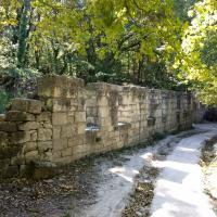 Дорога к Тепе-Кермен начинается с колеи и фрагментов стены