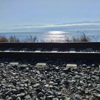 Рельсы на фоне озера Байкал