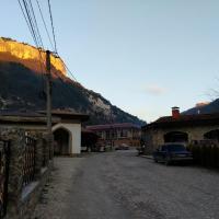 Село Ходжа-Сала, единственная улица — Челеби