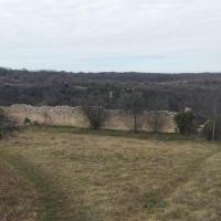 Оборонительная стена на плато