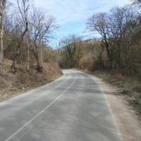 Дорога на Терновку из Ходжа-Сала (рядом за деревьями будет тропинка)