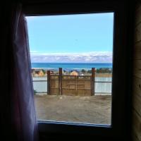 Из единственного окна вид на Байкал